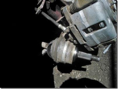 ...после обеда снял колесо выбил шрус. промыл шрус от старой смазки…от грязи…и забил новой смазкой. ваз 2109…заметил.